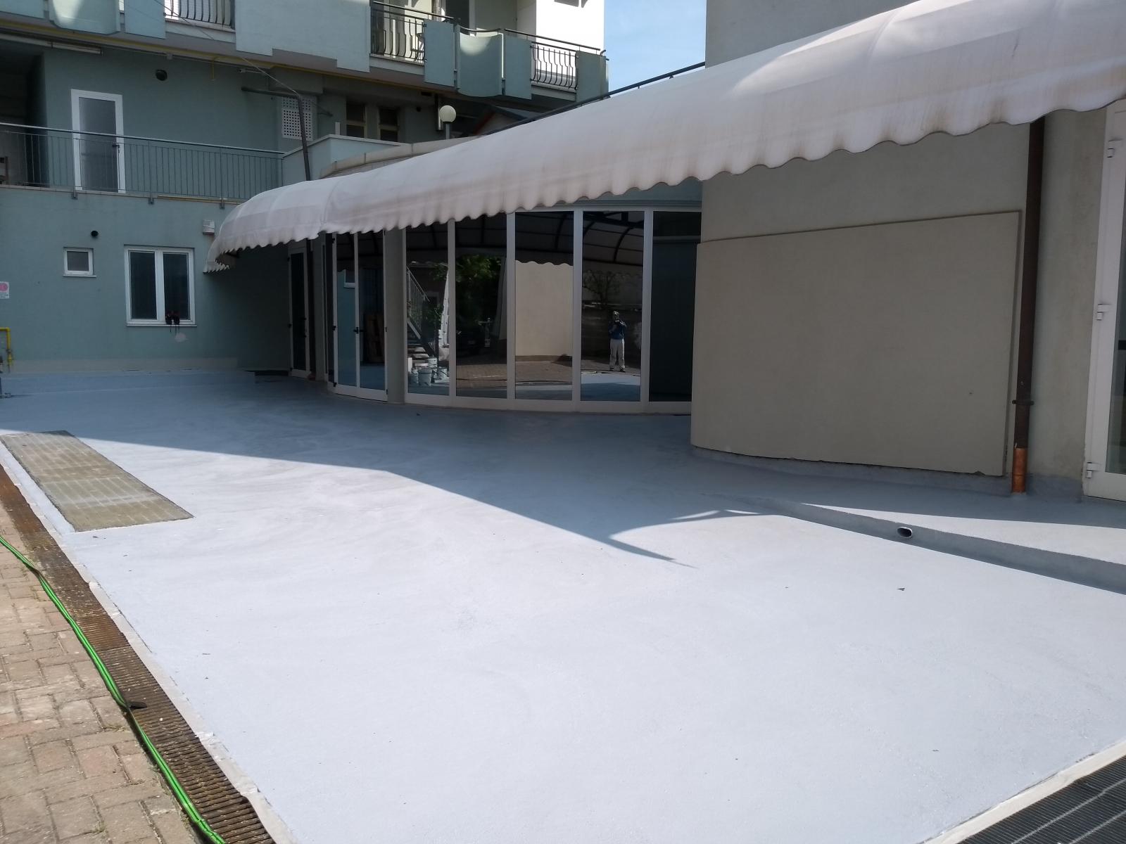 Impermeabilizzazione terrazzo con Cemenguaina e rivestimento in resina carrabile Flex Car Naici