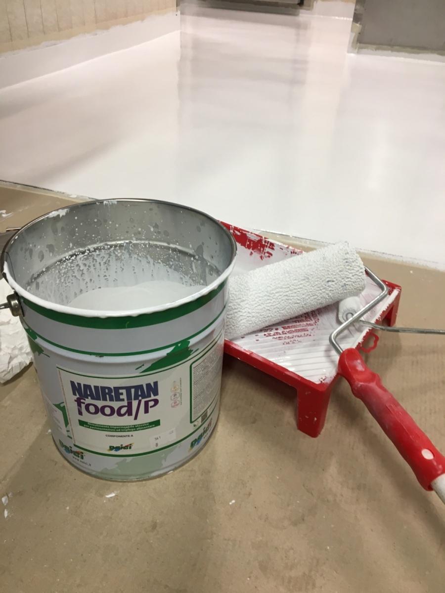 Finitura Nairetan Food/P Naici in cella frigorifera resina atossica certificata per contatto alimentare, il sottofondo umido preparato con ciclo  Igrotan barriera vapore