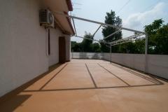trasformare un vecchio terrazzo in piastrelle in un nuovo pavimento in resina da esterno con Pràtika Naici